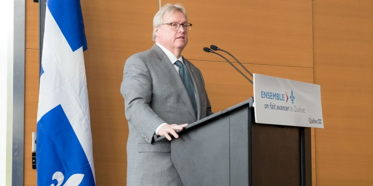 In a news conference at the JGH, Gaétan Barrette announces additional spending for operating rooms.