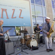 Bryan Highbloom (right), former Music Therapist at the JGH, put in a guest appearance during the most recent JGH Jazz Festival.