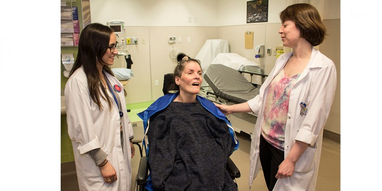 Before being discharged from the JGH Medical Day Hospital, Helen receives advice and encouragement from Kathryn Baldwin (right), a Discharge Planning Nurse, and from Occupational Therapist Vanessa Fedida.