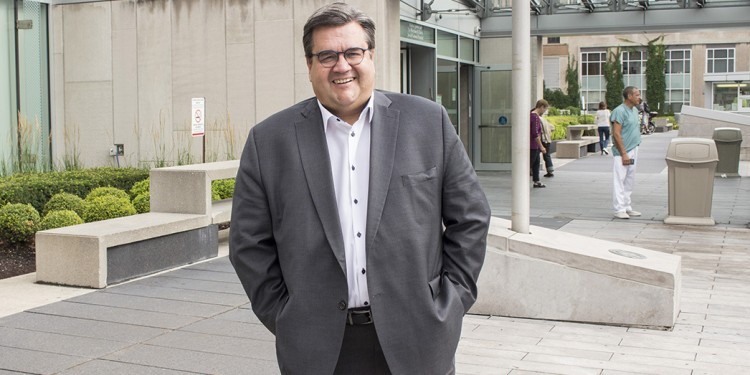 Denis Coderre at the front entrance of the JGH.