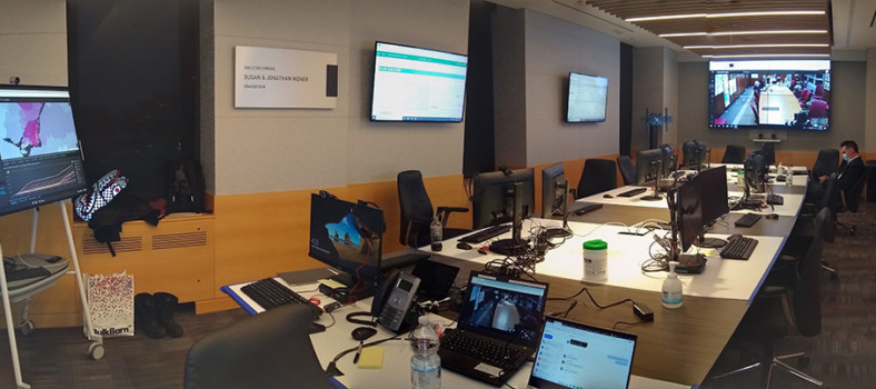 Wide-angle view of the C4 Command Centre in its first phase, with many screens in the JGH board room containing real-time data about the flow of healthcare users through the facilities of CIUSSS West-Central Montreal. (Click to enlarge.)
